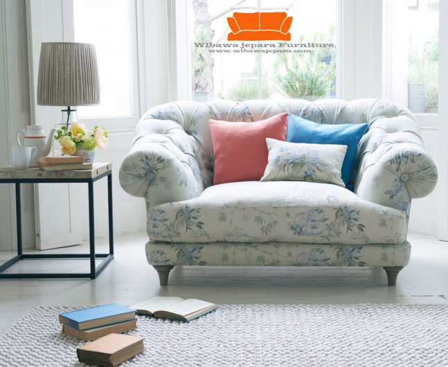 Great old leather sofa shab chic leather sofa home and for Sofa bed jual